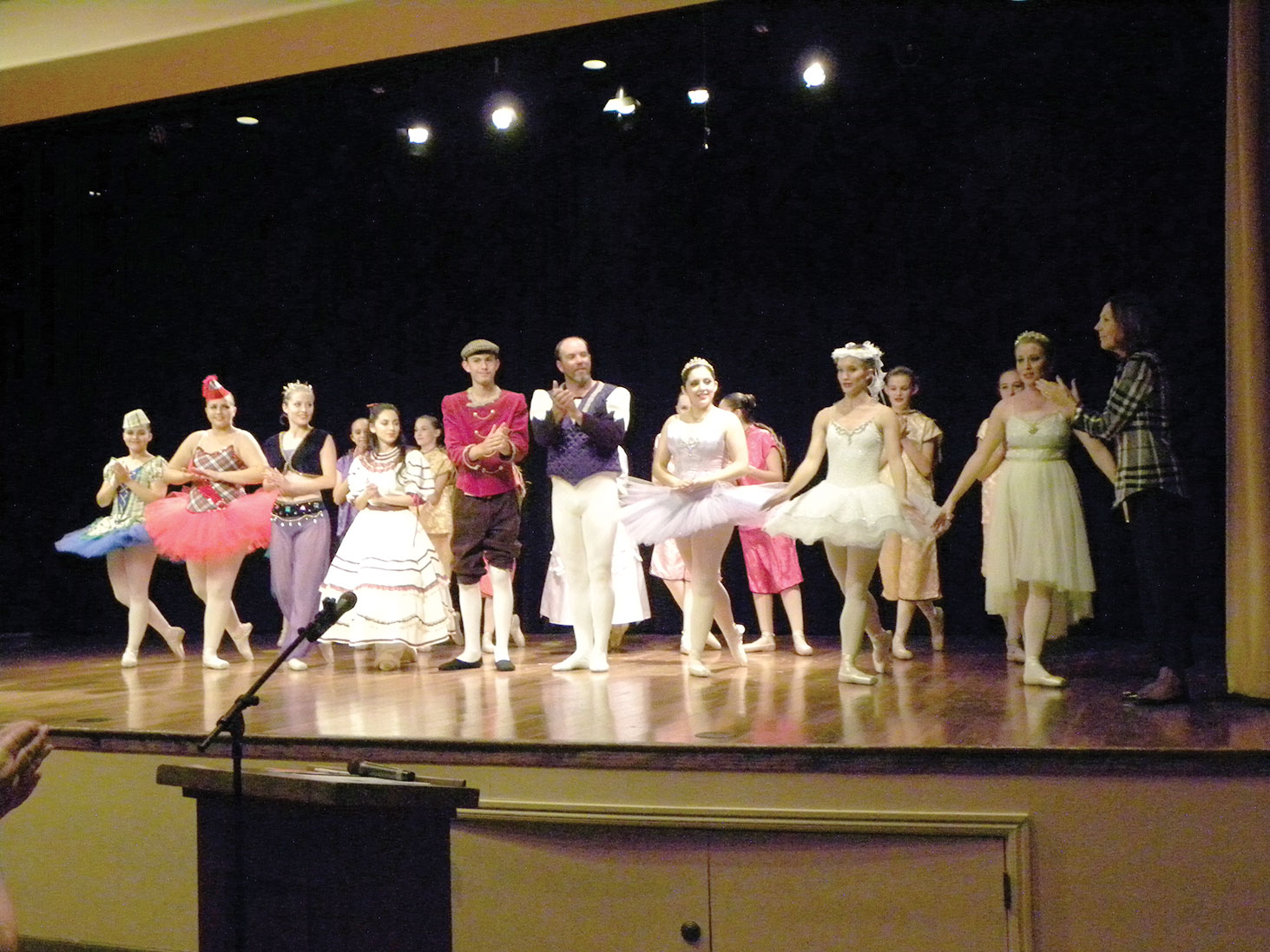 Members of Ballet Continental perform for The Women of Quail Creek during their November program; photo by Julie Ratley