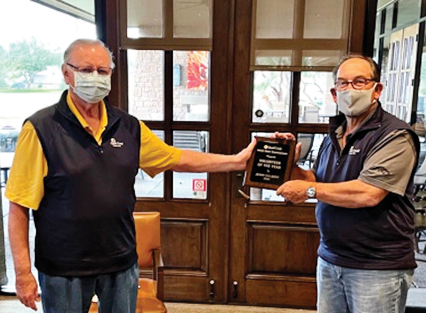 Jerry Colbert (left) receives the 2020 QCMGA Volunteer of the Year Award from outgoing president Shel Zatkin.