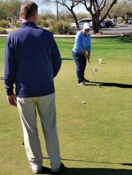 Joel Jaress coaches Linda Weissman on the importance of swing length when putting. (Photo by Janet Wegner)